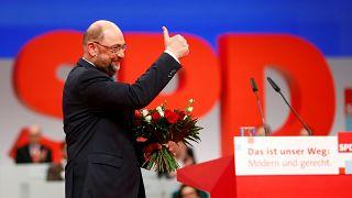 El SPD reelige a Schulz y aprueba el diálogo con Merkel