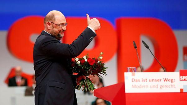 SPD dá luz verde a Schulz para negociar com Merkel