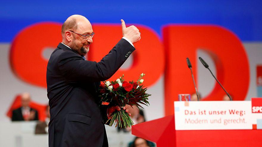 SPD kongresinde Merkel ile koalisyon pazarlığına onay çıktı