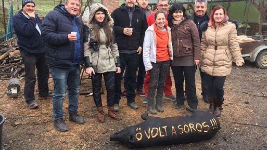 Soros nevét írták a disznóra, amiről képet posztolt egy fideszes képviselő
