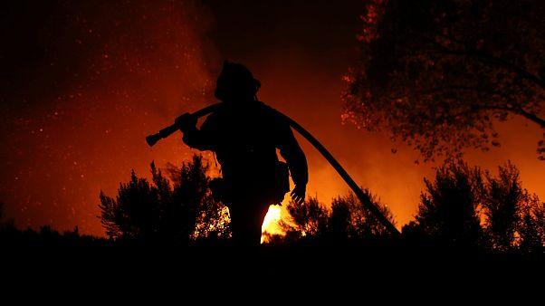 Nem tudják megfékezni a kaliforniai erdőtüzet