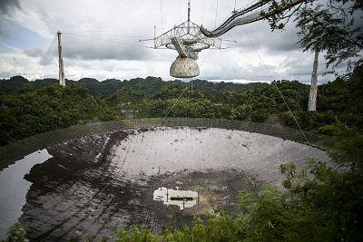 The world\'s largest single dish radio telescope at the Arecibo Observatory in Arecibo, Puerto Rico.