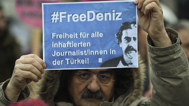 Művészek a fogva tartott újságíró mellett
