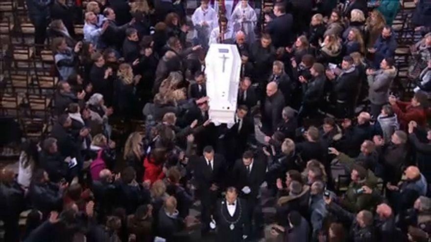 Tízezrek búcsúztatták Johnny Hallydayt