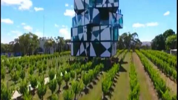 Rubik-kocka alakú épület
