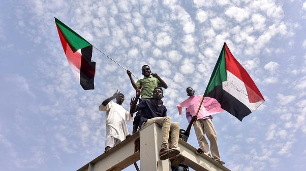 Image: People celebrate the Sudanese government transition to civilian rule