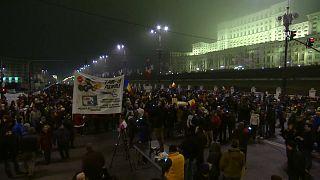 Bukarest: átmentek az alsóházon a vitatott törvények