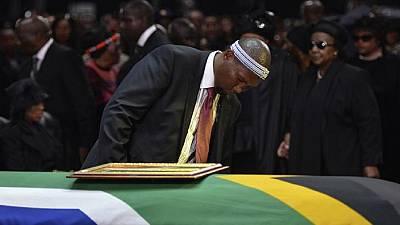 """La famille de Mandela """"consternée"""" par les accusations de malversation autour des funérailles"""