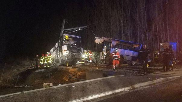 Conmoción en Francia tras la colisión entre un tren y un autobús escolar