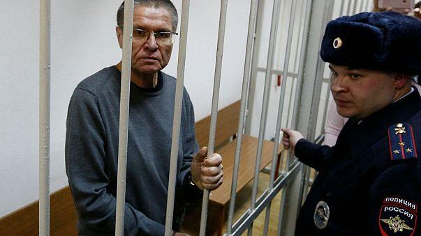 Oito anos de prisão para ex-ministro condenado por corrupção