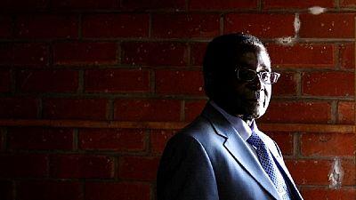[Photo] Mugabe dans un hôpital de Singapour