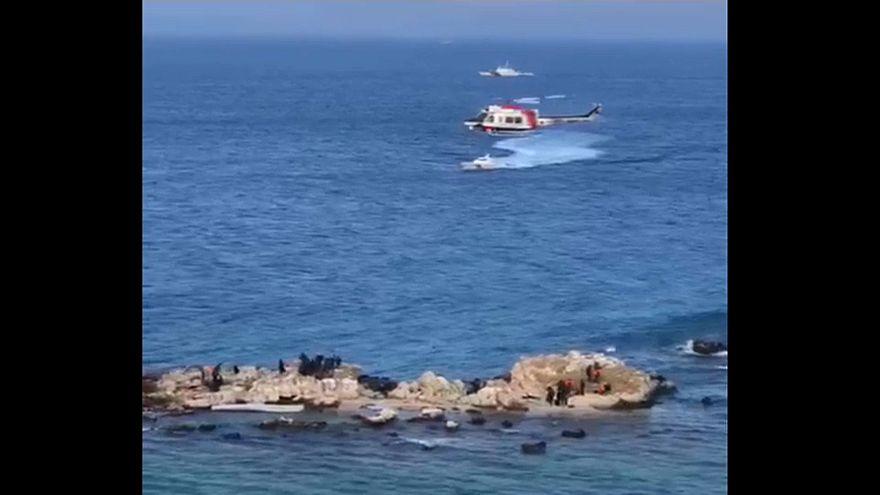 Helicóptero turco resgata dezenas de migrantes