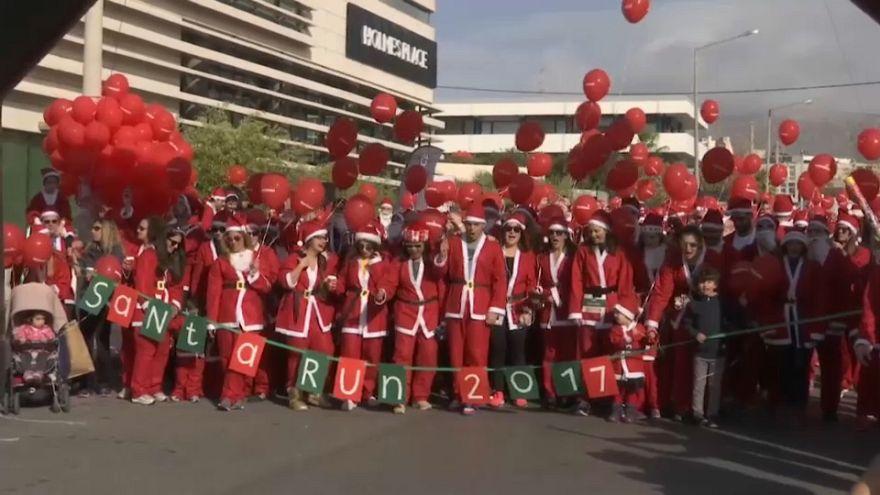 A Athènes, les Pères Noël se mettent à la course