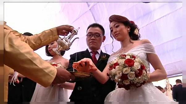 Tömegesküvő: 50 kínai pár házasodott össze Colombóban