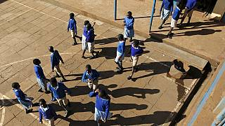Kenya : 40 000 dollars de dédommagement pour une lycéenne arrêtée par la police