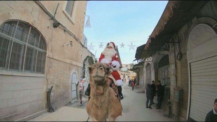 بابا نويل في القدس: رمز السلام بين الديانات