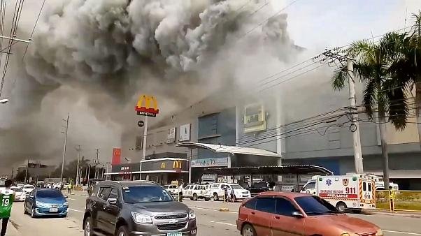 Dozens die in Philippines shopping centre fire