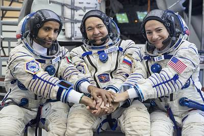 From left, United Arab Emirates astronaut Hazza Ali Almansoori, Russian cosmonaut Oleg Skripochka, and U.S. astronaut Jessica Meir pose before their final preflight practical examination at the Russian Space Training Center in Star City, outside Moscow on Aug. 30, 2019.