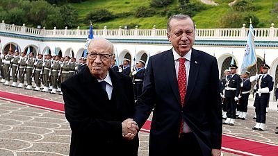 Erdogan en Tunisie pour parler commerce et défense
