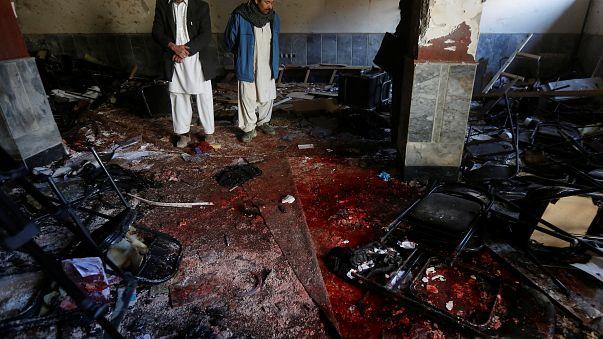 Véres robbantás egy kabuli síita központnál