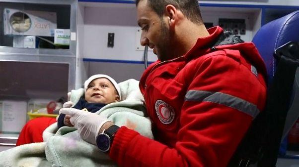 تخلیه کودکان نیازمند خدمات فوری پزشکی از غوطه در حومه دمشق