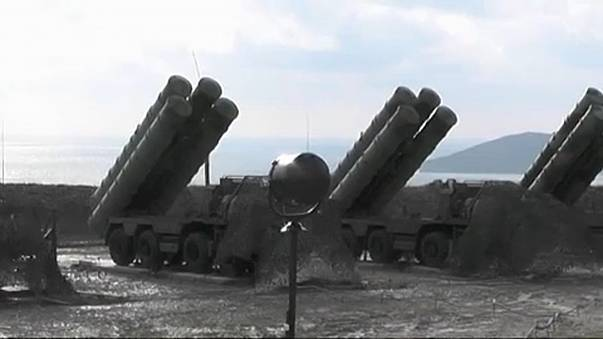 Turkey signs deal to buy missiles from Russia