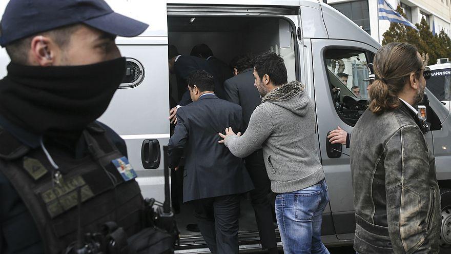 Yunanistan, darbeyle suçlanan askerin iltica başvurusunu kabul etti