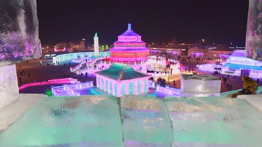 چین؛ جشنواره مجسمههای یخی و برفی