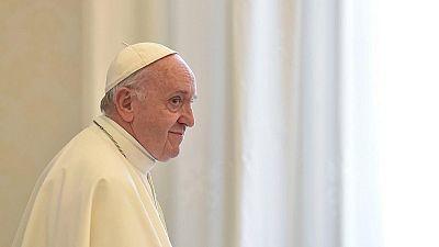 Le pape François prie pour les migrants