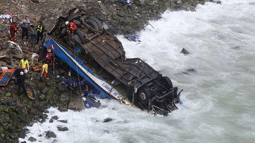 Tragique accident d'autocar au Pérou