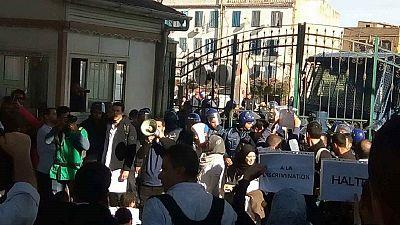 Algérie : des médecins résidents tabassés par la police lors d'un sit-in dans un CHU