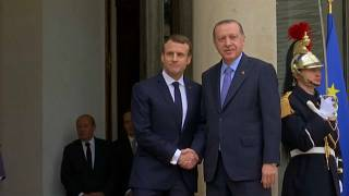 Offene Visiere in Paris: Macron mahnt Erdogan