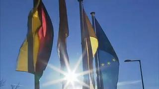 """""""Breves de Bruxelas"""": coligação alemã e pressões de Farage"""