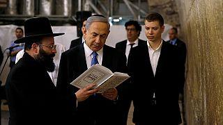 Netanyahu confronté aux frasques de son fils à la sortie d'un bar à strip-teaseuses