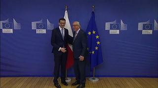 L'UE maintient la pression sur Varsovie