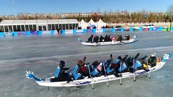 Sárkányhajókkal vívtak gyorsasági versenyt a jégen