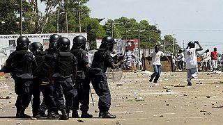 赞比亚军队进入人口稠密的贫民窟控制霍乱的爆发骚乱