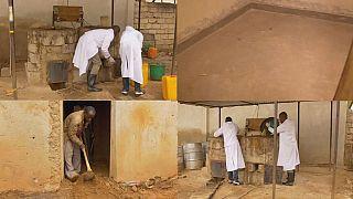 """低成本的'earthen地板""""技术有助于提高生活质量卢旺达"""
