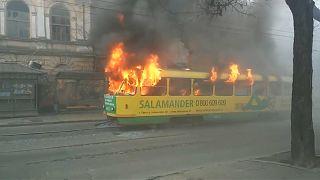 شاهد: حريق في عربة ترام بمدينة أوديسا الأوكرانية