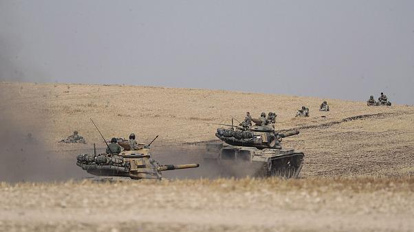 Image: Turkish tanks and troops stationed near Syrian town of Manbij, Syria