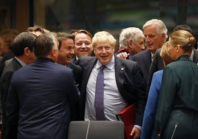 Boris Johnson, center, during a round table meeting at Thursday\'s E.U. summit in Brussels on Thursday.
