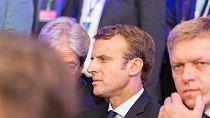 Crise des migrants à Calais: Emmanuel Macron soutient les forces de l'ordre