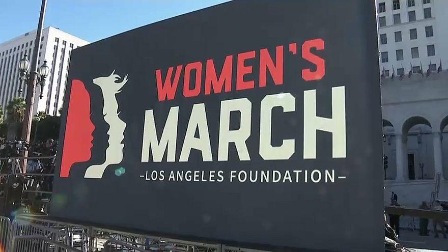 Aux Etats-Unis, mobilisation contre le sexisme... et Donald Trump