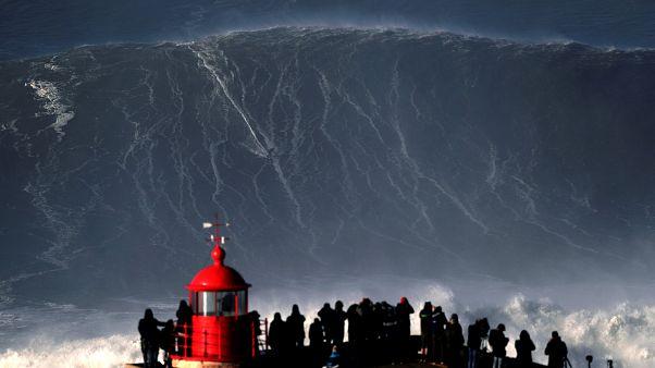 Weltrekord? Hugo Vau auf der 35m Monsterwelle in Nazare