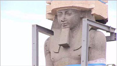 Une statue de Ramsès II transférée au Grand musée d'Égypte, où elle reposera désormais