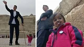 World's tallest man and smallest woman visit Egypt's famous pyramids