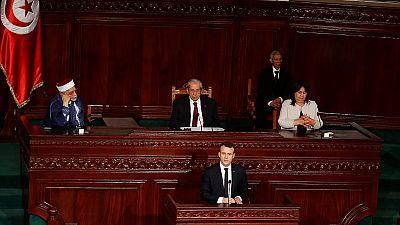 Devant les parlementaires tunisiens, Macron critique l'intervention militaire en Libye