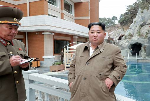 Image: North Korean leader Kim Jong Un inspects Yangdok Hot Spring Resort