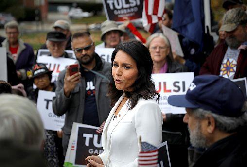 Image: U.S. Democratic Presidential candidate Tulsi Gabbard greets supporte