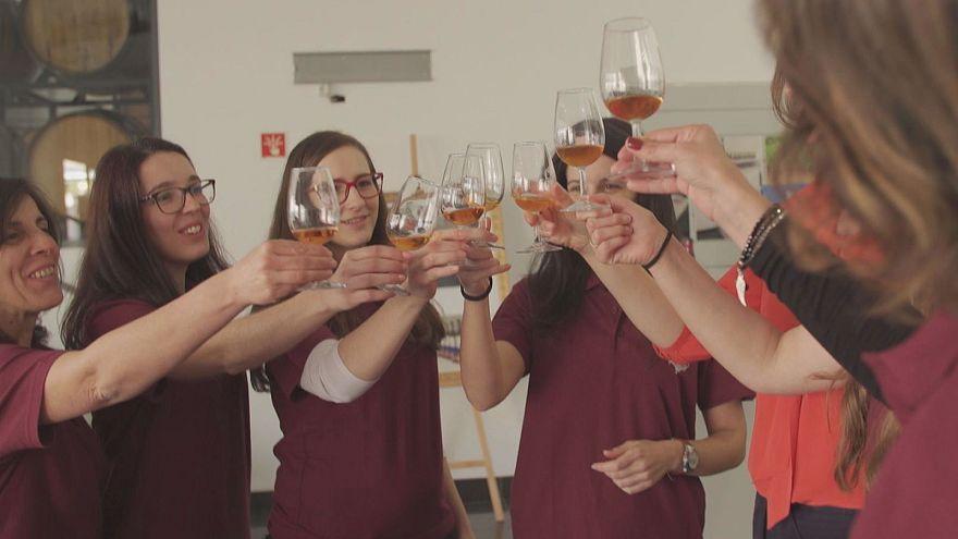 Μαδέρα: Γυναίκες παράγουν κρασί, κάνοντας ρεκόρ εξαγωγών